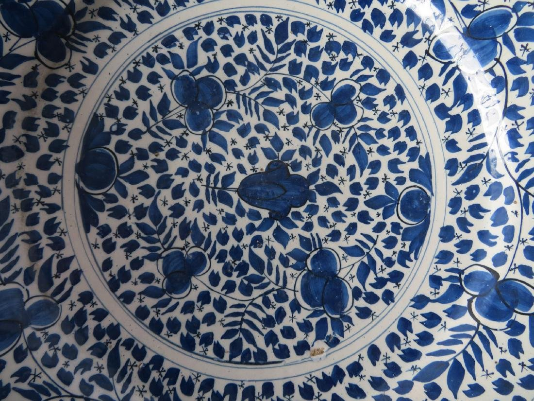 Tin glazed charger, probably Delft,  decorated in blue - 3