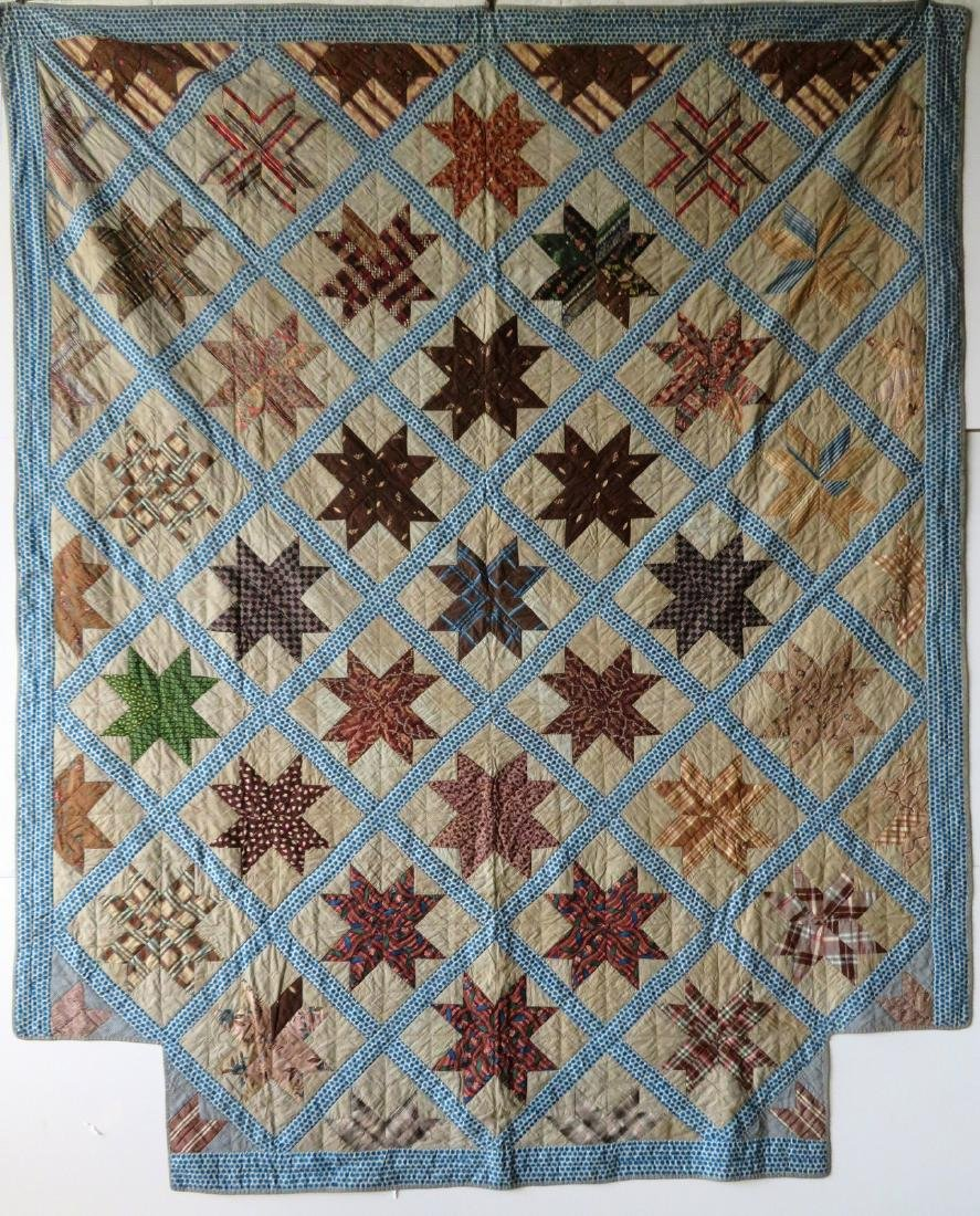 Patchwork 4-poster bed quilt in a star pattern, with a