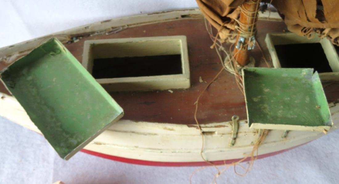 Early painted pond sailboat with some loose parts - 5