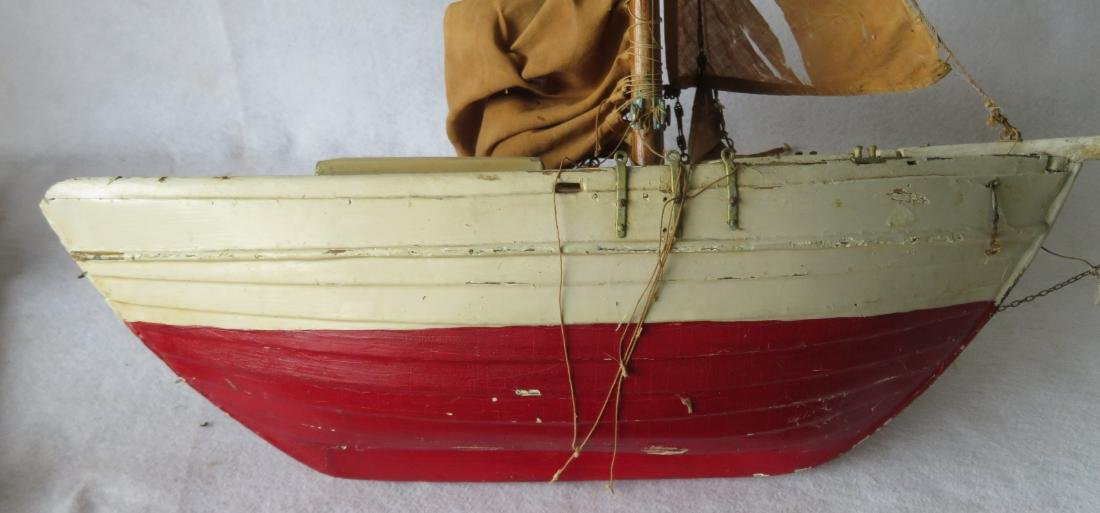 Early painted pond sailboat with some loose parts - 7