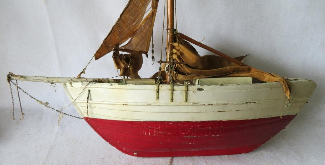 Early painted pond sailboat with some loose parts - 9