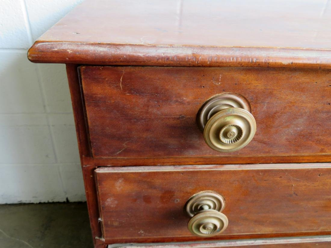 Chippendale flaming birch chest of drawer with 4 - 2