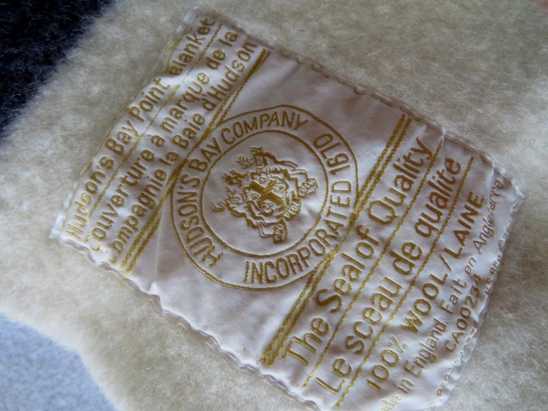 Hudson Bay Point wool blanket, having 6 points, - 3
