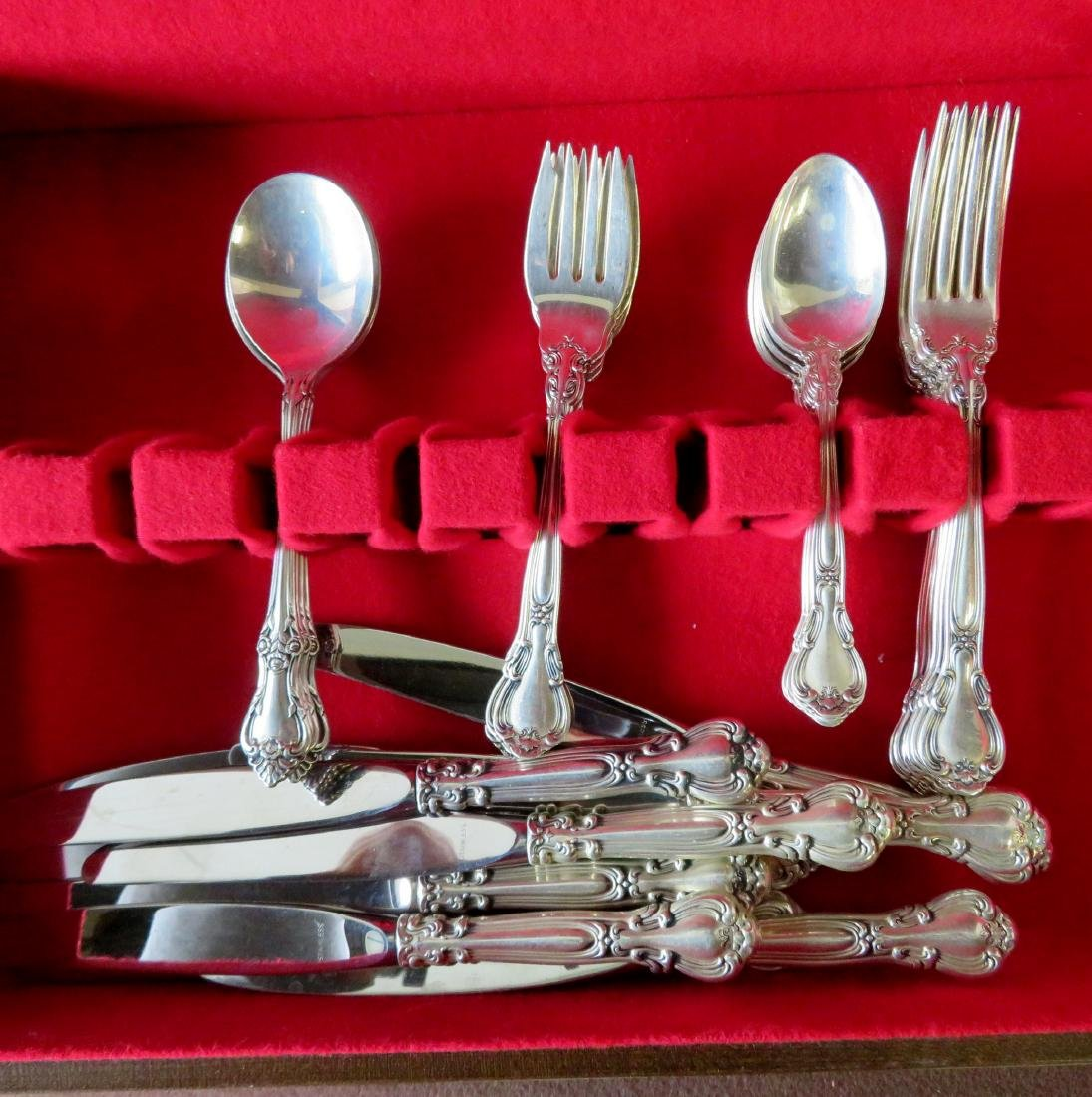Set of 35 pieces of Gorham sterling flatware in the