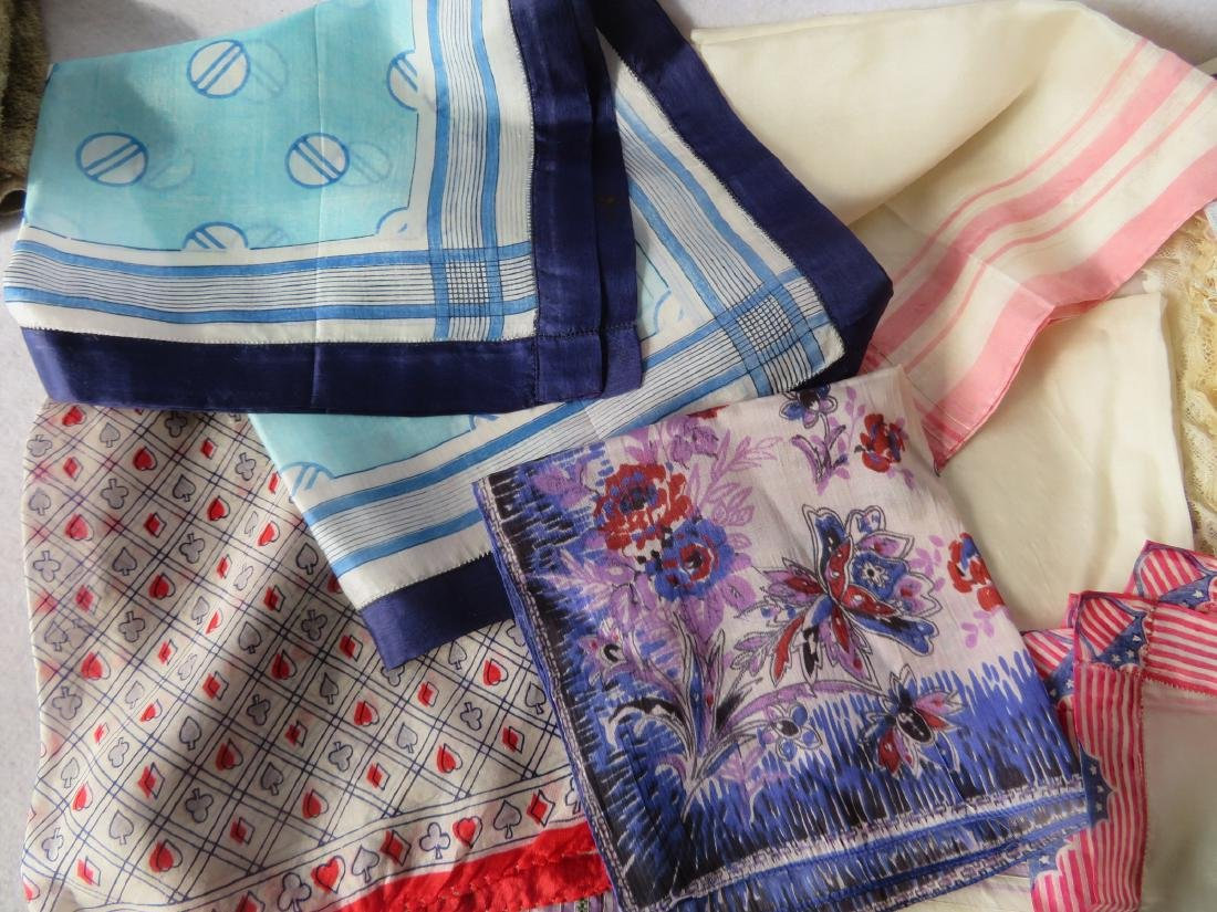 Grouping of lady's textiles in lace, silk and linen - 3