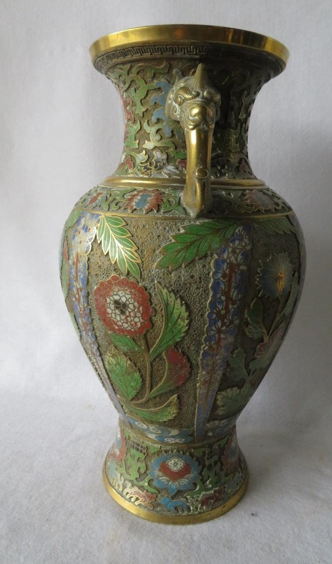 Beautiful cloisonne vase decorated with flowers having - 4