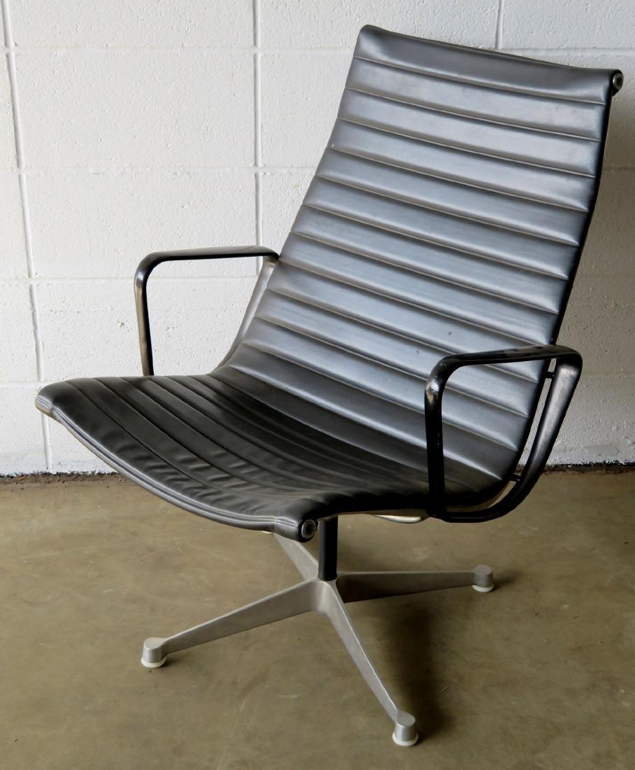 Signed Herman Miller (Charles & Ray Eames design) black