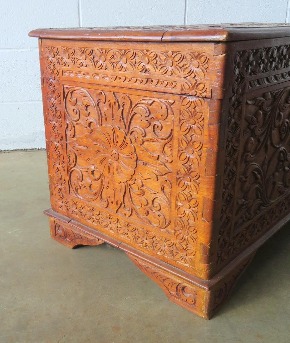 Profusely carved wooden hope chest decorated with - 3
