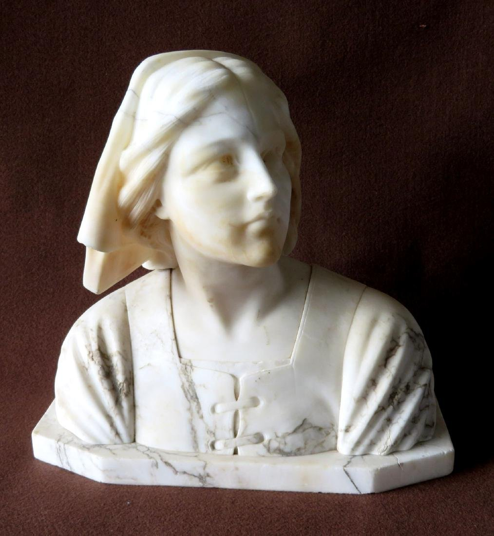 A marble bust of Florence Nightingale (Italian