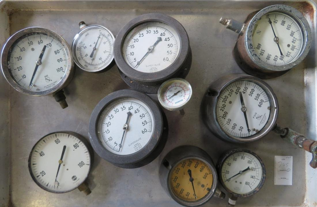 Grouping of 10 mostly industrial pressure gauges,