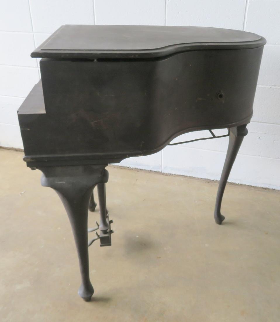 Queen Ann style mahogany crank phonograph - piano. - 5