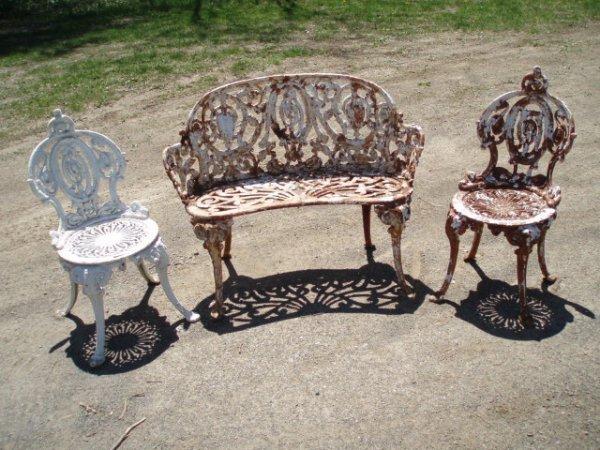 4: Three-piece cast iron garden set in classical patter