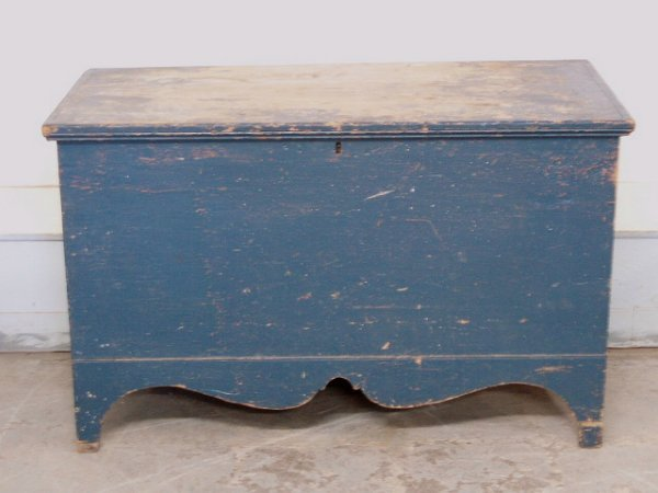201: Early blanket box in blue paint