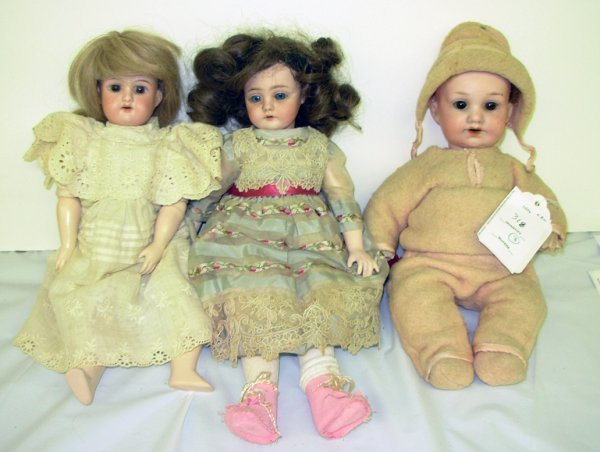 "318: Three dolls - A & M #971 11"" with sleepy eyes (lef"