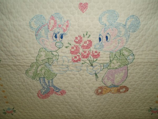 639: Cross-Stitch Minnie & Mickey Mouse Crib Quilt