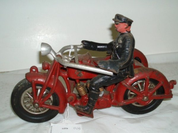 657: Cast Iron Motorcycle Policeman w/Balloon Tires - s