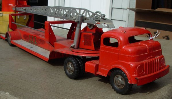 13: Structo Aerial Fire Ladder tractor trailer 29 lg  v