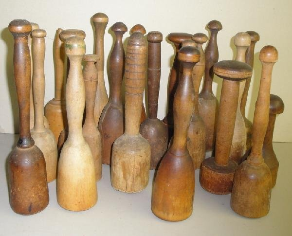 8: Lot of 22 pestles and food mashers.