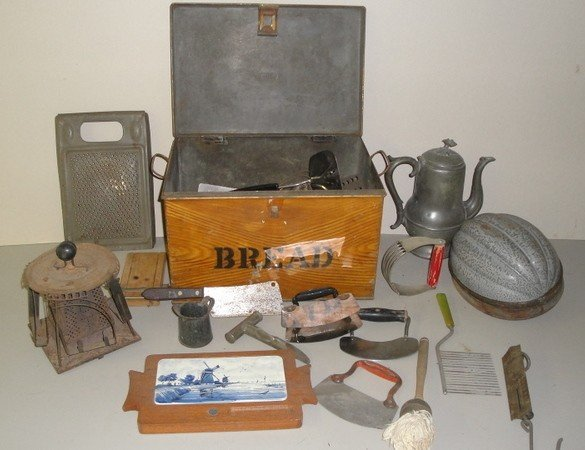 14: Large lot of country kitchen collectibles including