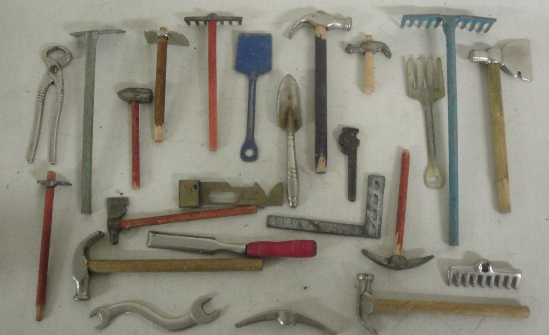 24: Lot of misc. pressed steel tools including wheel ba