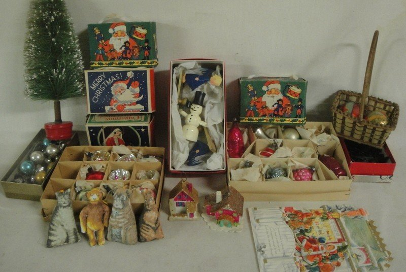173: Grouping of mostly Christmas-related articles inc.