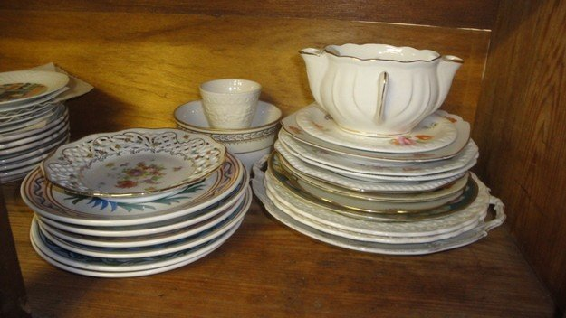 505: Collection of misc. European china and glassware