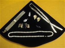 547: Large lot of costume jewelry include pea