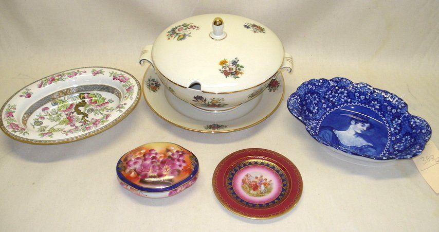 388: Six pieces of old china including blue/white bowl