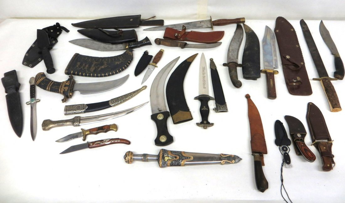 Collection of 21 mostly newer hunting, sporting & milit