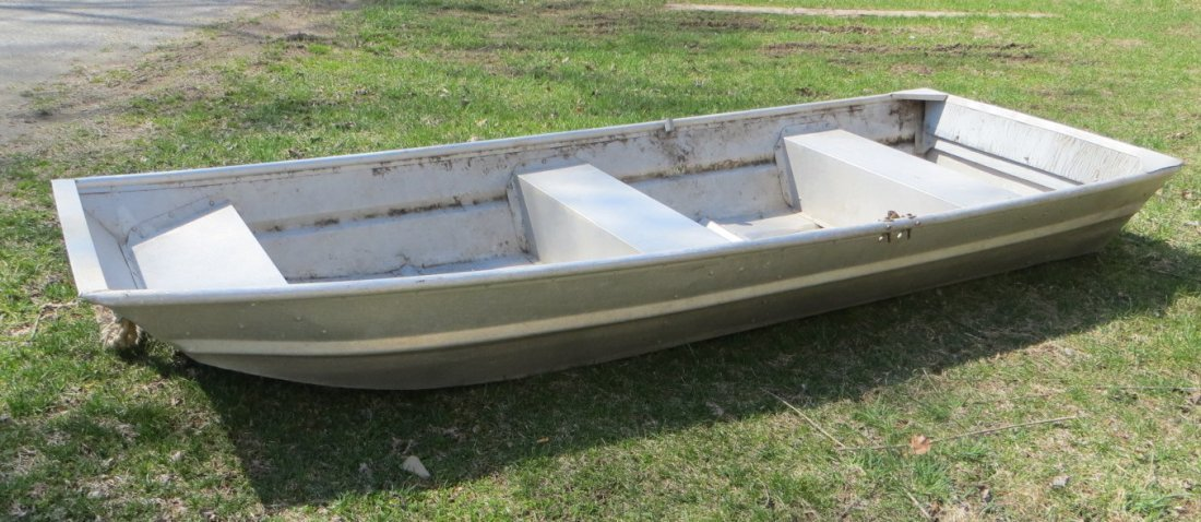 Aluminum rowboat with oars - 10'L.