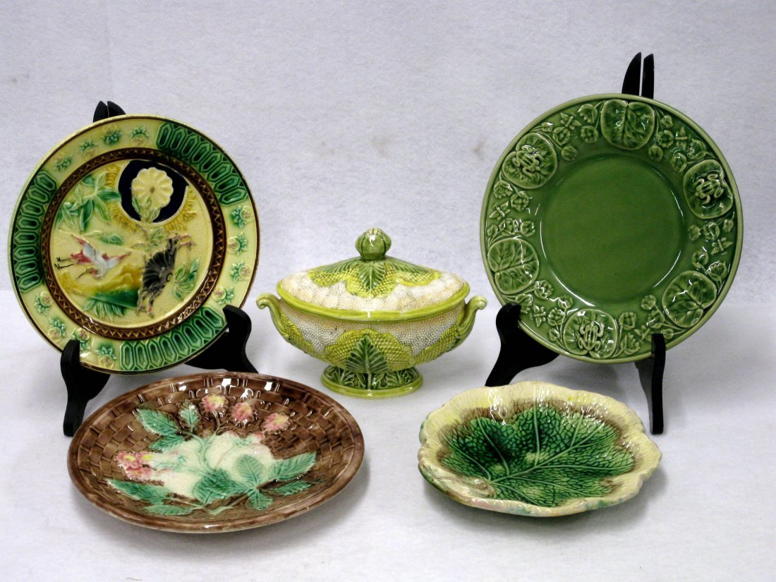 """Five good pieces of majolica including 7""""D leaf plate,"""