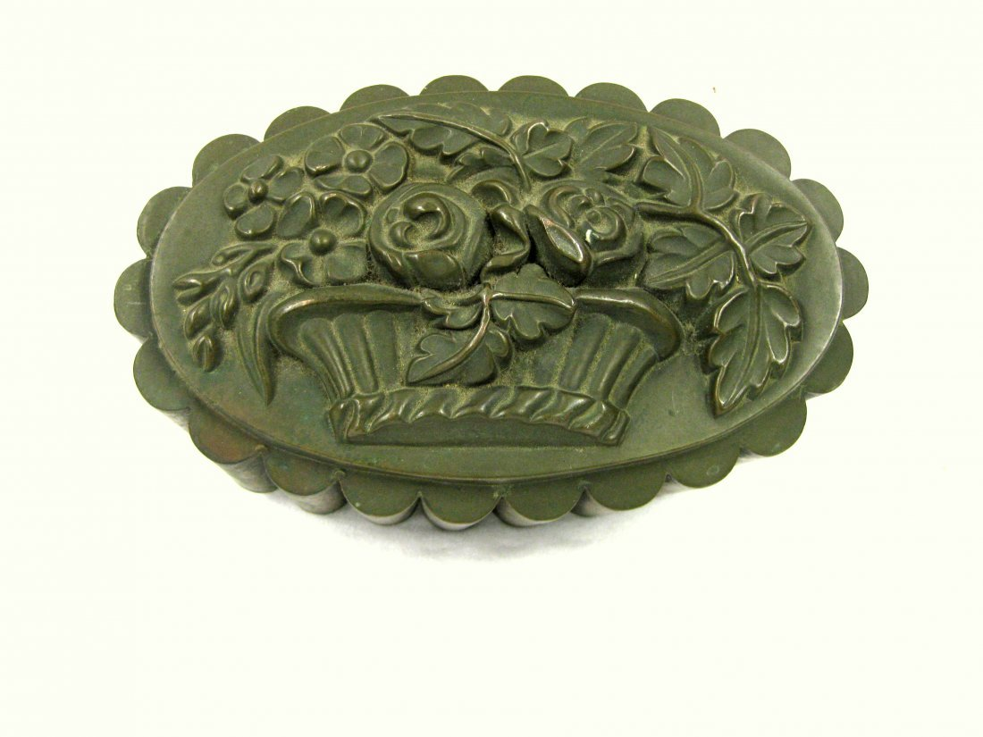 Large copper cake or Jello mold with basket of flower - 2