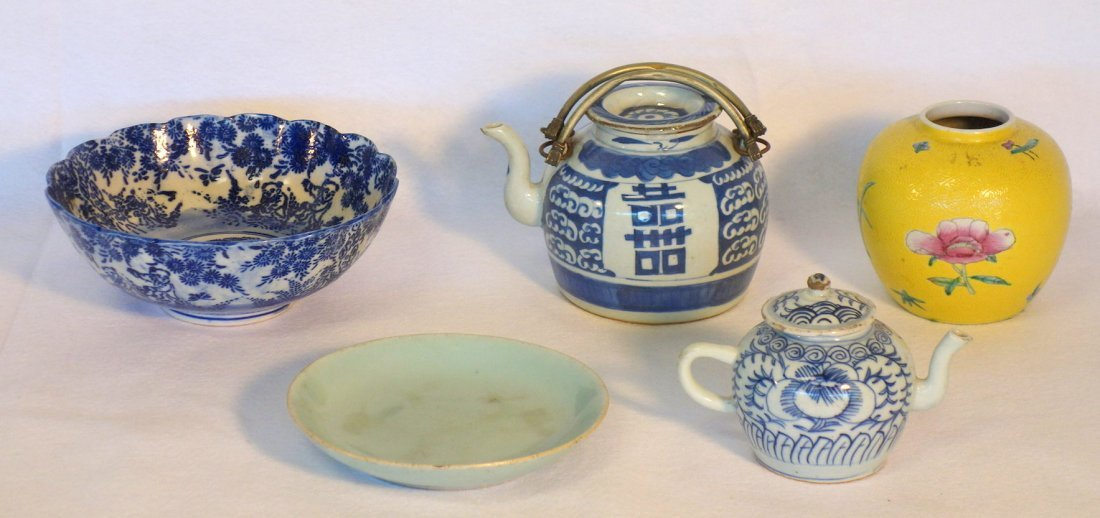 Grouping of 5 pieces of oriental china including yellow