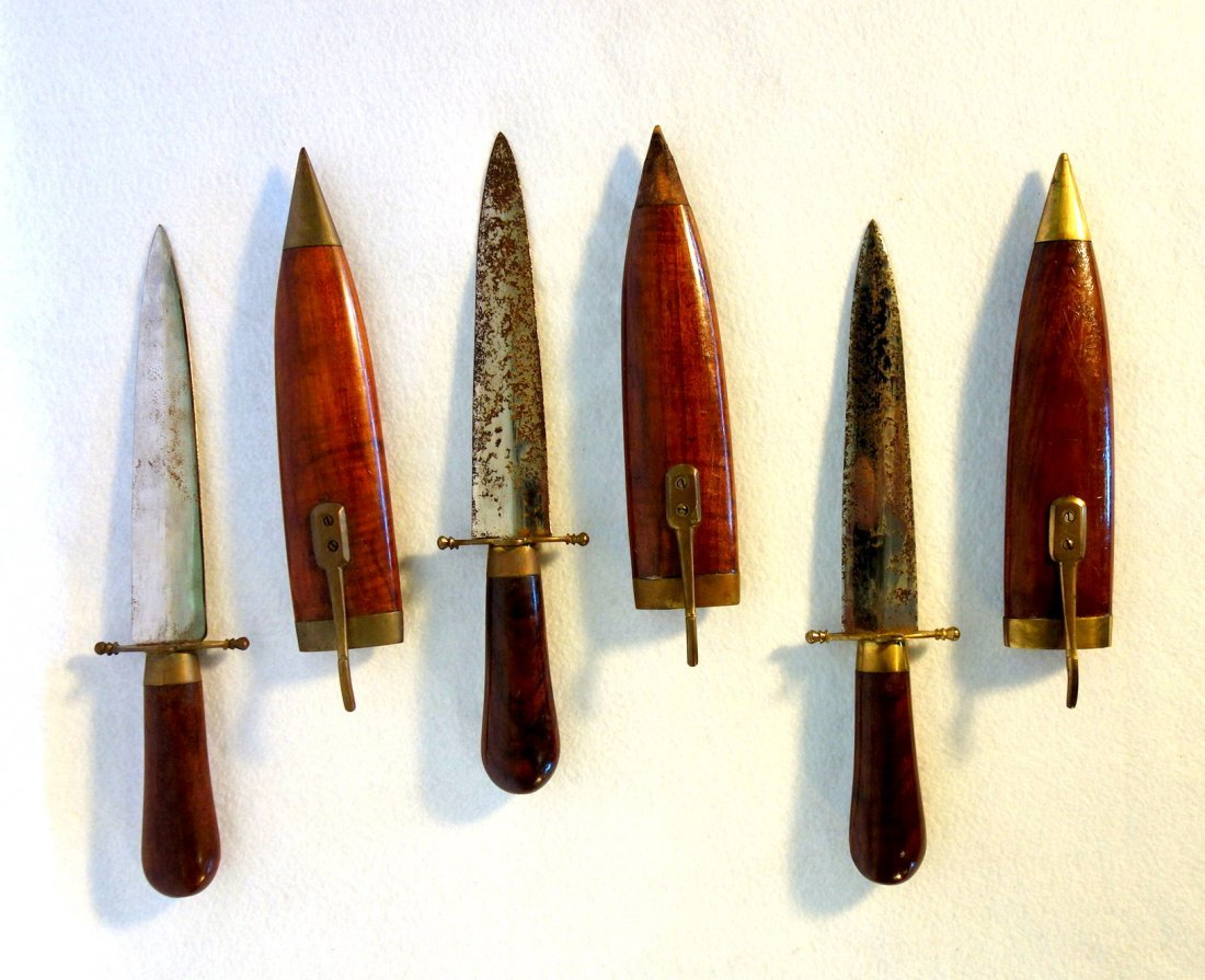 Grouping of 7 Middle Eastern style daggers (1 with 2 - 2
