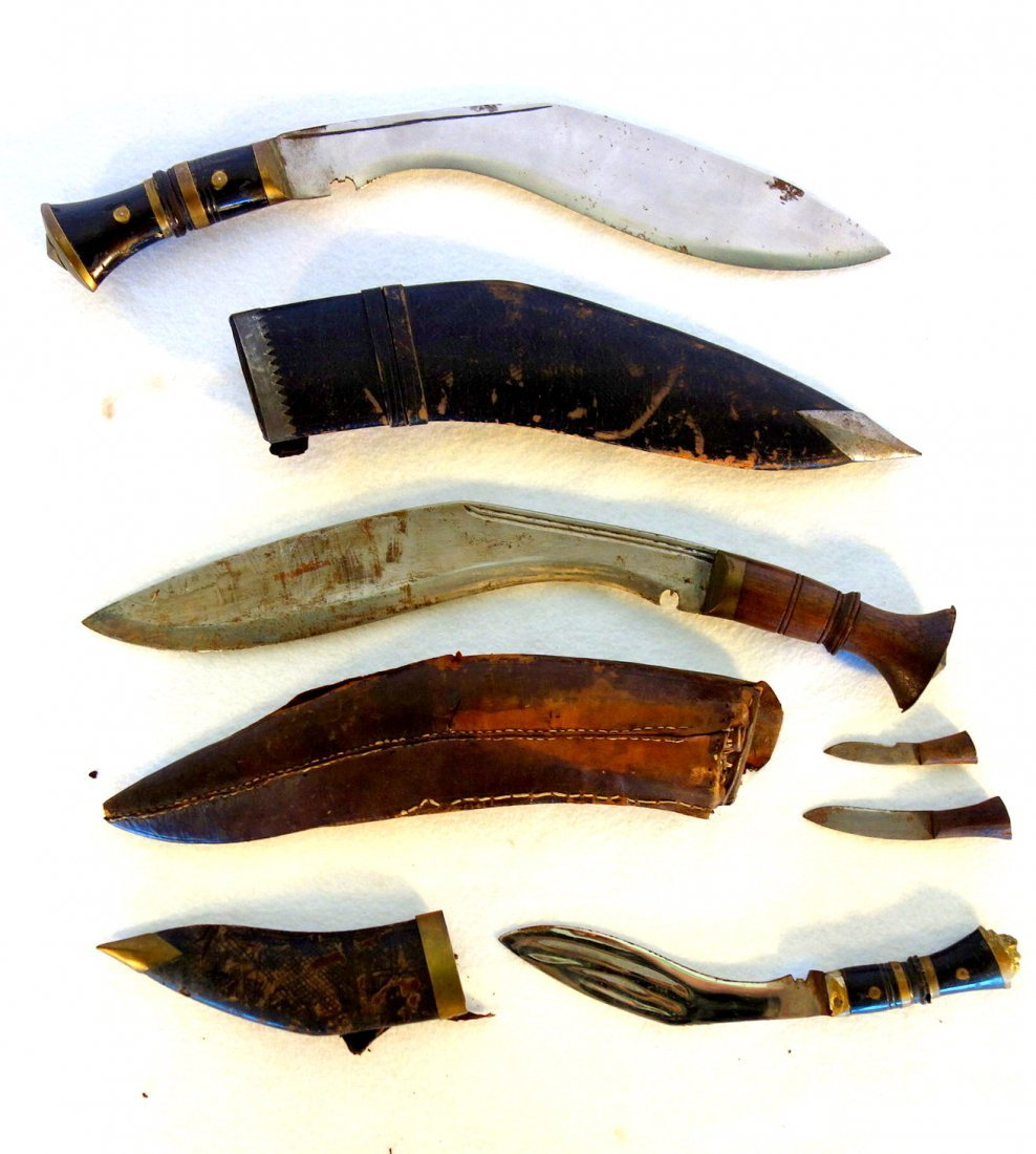 Grouping of 7 Middle Eastern style daggers (1 with 2 - 3