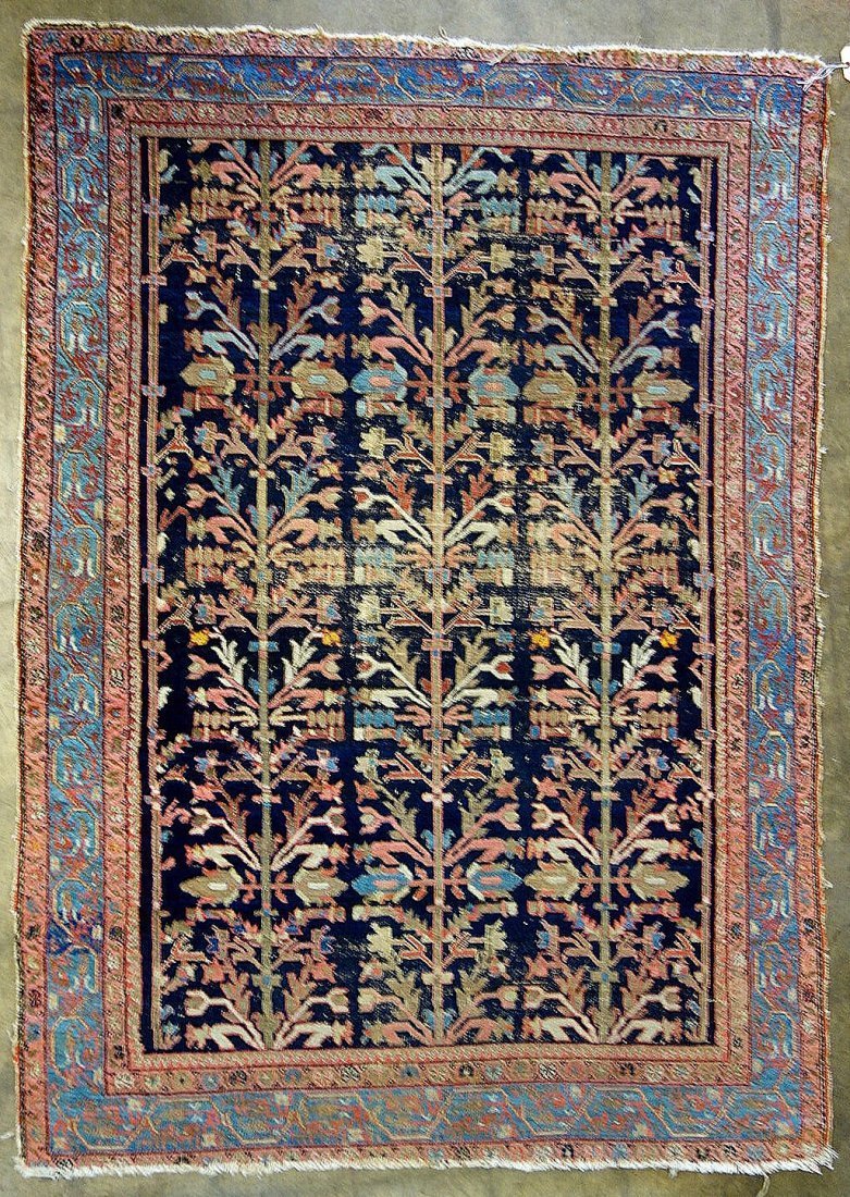 """Oriental scatter rug - 4' 6.5"""" x 6' 3"""". Low pile with"""