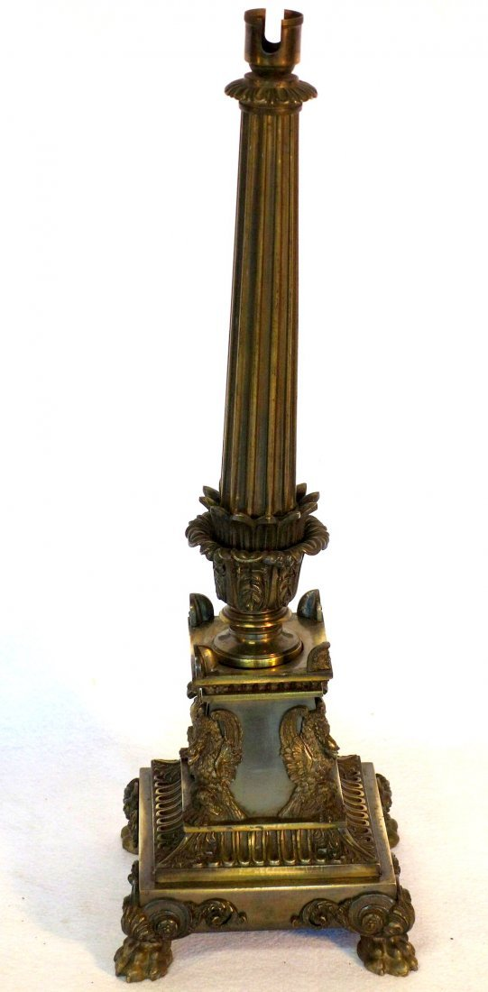 Good bronze table lamp having a fluted column over a - 2