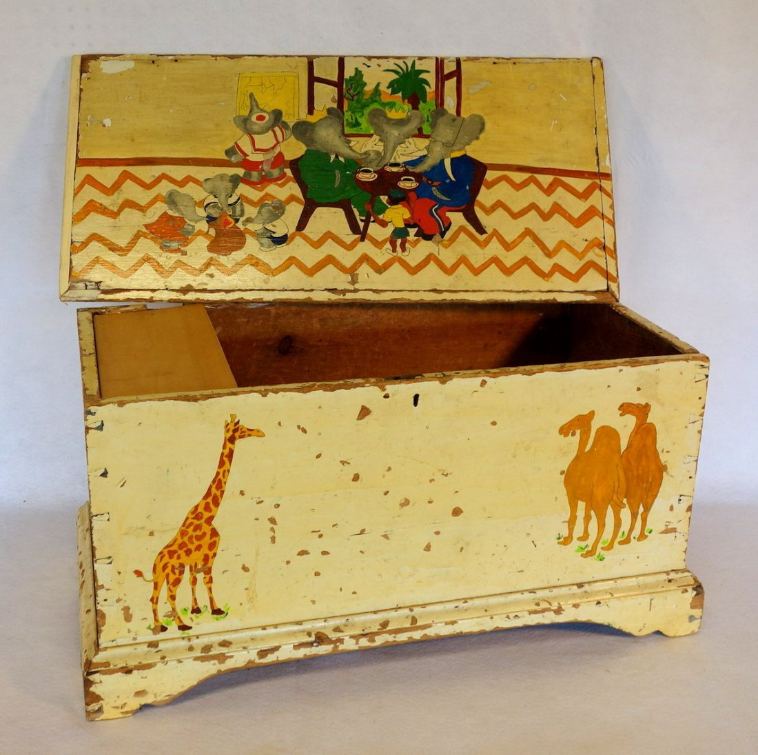Chippendale blanket box in newer paint on dovetailed - 3