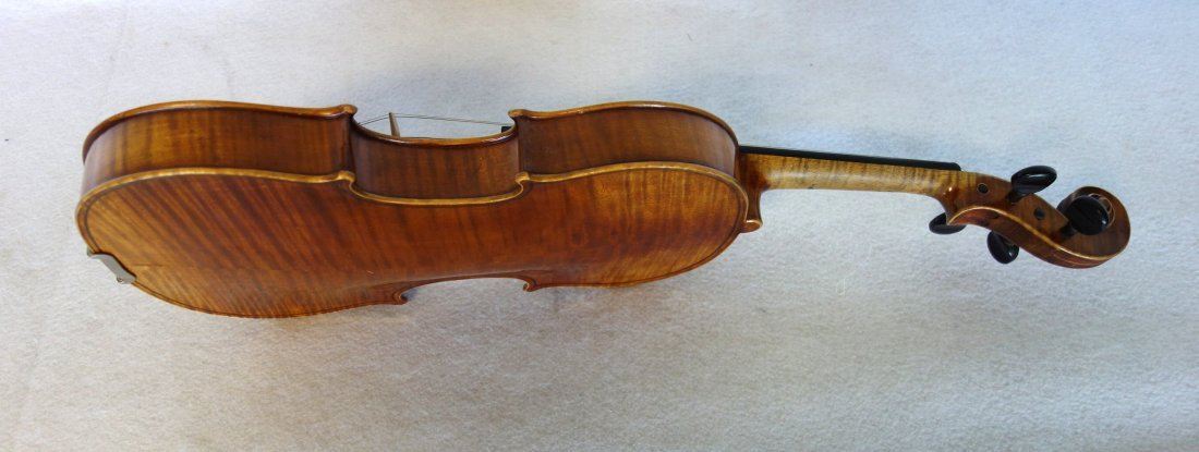 Straduari tiger maple violin with 2 bows. - 6