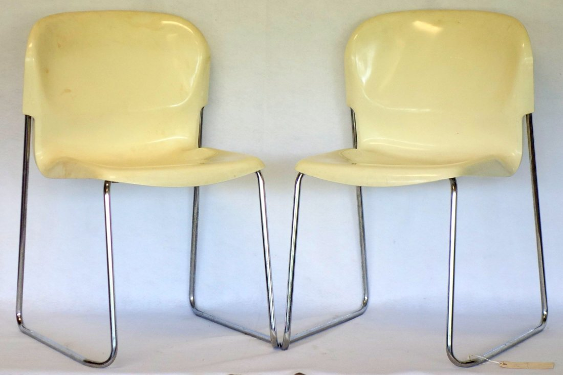 Two molded plastic white Swing chairs by Modell Drabert