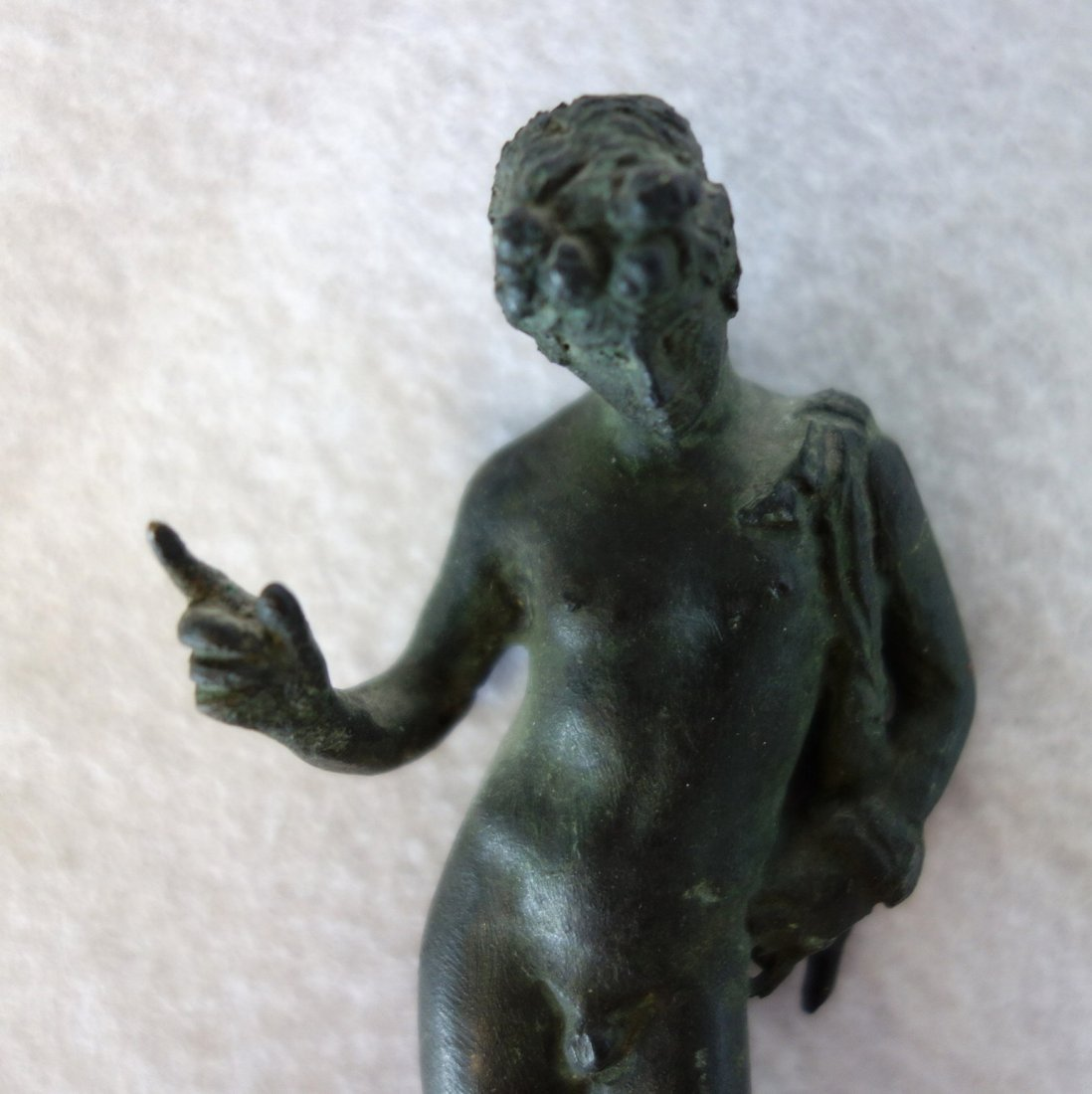 Small bronze sculpture of a classical male nude - - 4