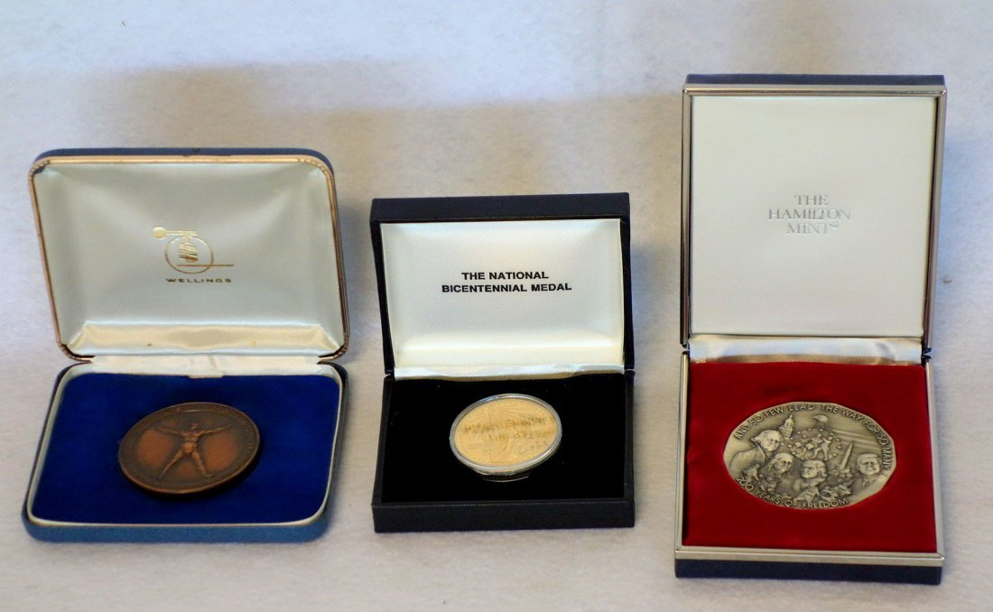 Grouping of mostly silver/bronze currency & medals - 7