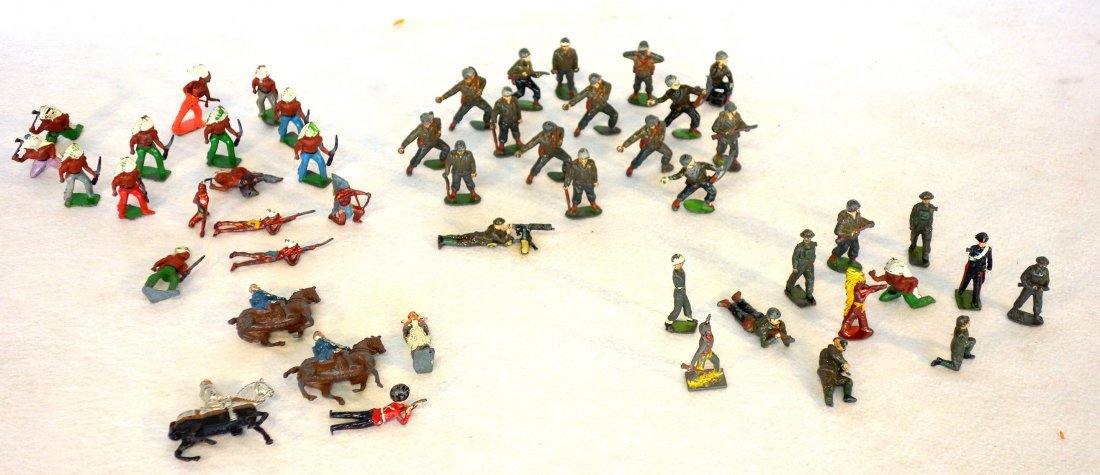 Grouping of lead figures including 16 painted lead wwII