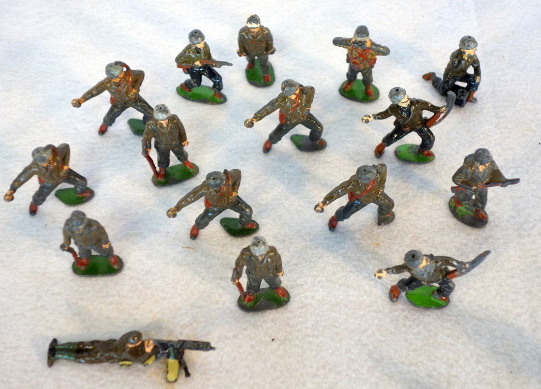 Grouping of lead figures including 16 painted lead wwII - 2