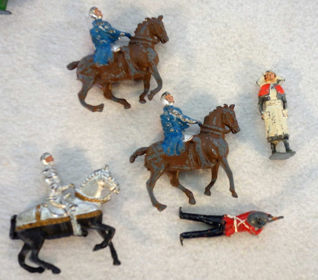 Grouping of lead figures including 16 painted lead wwII - 3