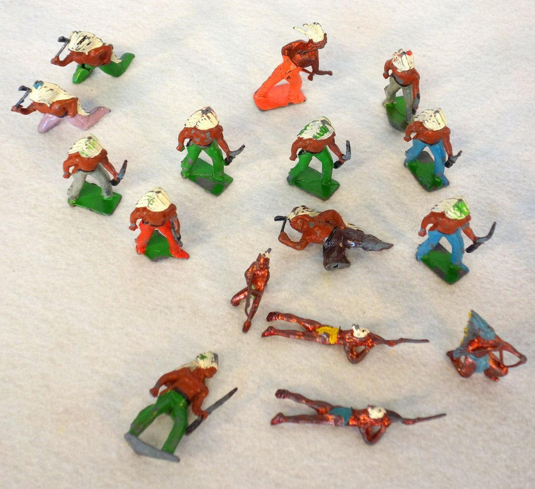 Grouping of lead figures including 16 painted lead wwII - 4