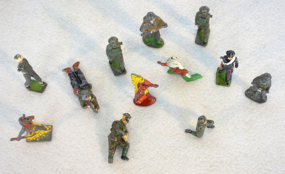 Grouping of lead figures including 16 painted lead wwII - 5