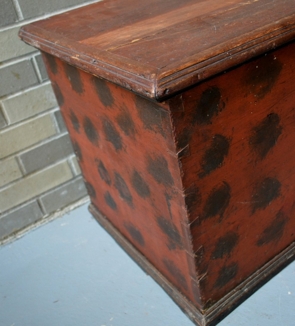 Good blanket box in original red paint with black - 4