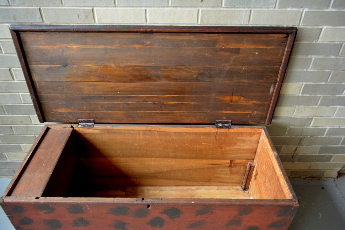 Good blanket box in original red paint with black - 5