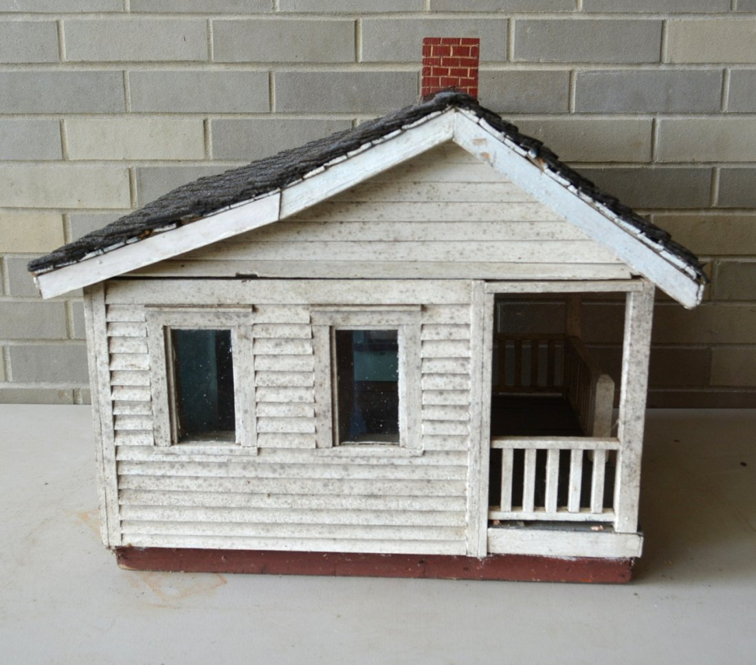 Old cottage model with clapboard siding, front porch - 4